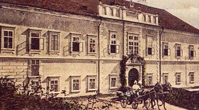 Kníže s císařem Františkem Josefem I. roku 1905 na manévrech ve Štěkni, kde na svém zámku poskytl později doživotní byt Karlu Klostermannovi