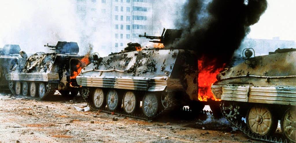 Tiananmen Peking brennende panzer