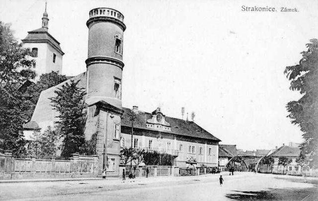Trucbašta a zeď oddělující Steinův palác od hradu a zámku